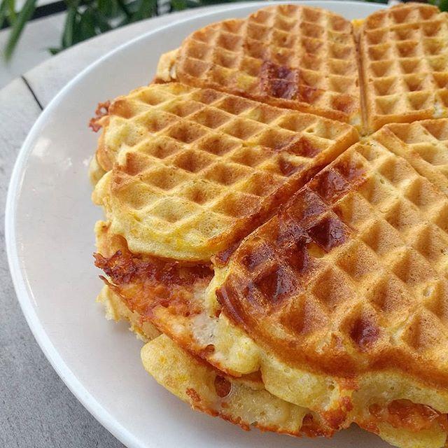 Waffles salados de calabaza y queso
